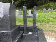 画像:都留市-デザイン墓石・塔婆立て部