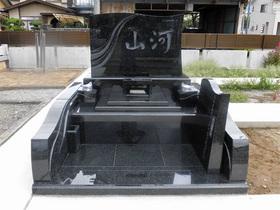 画像:甲斐市-デザイン墓石・完成 / 全体