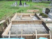 画像:都留市-デザイン墓石・工事中1