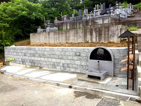 画像:光岳寺(市川三郷町)-分譲墓地風景・1
